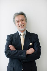 スーツ姿のシニア男性の写真素材 [FYI01882457]