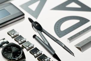 文房具と腕時計の写真素材 [FYI01883461]