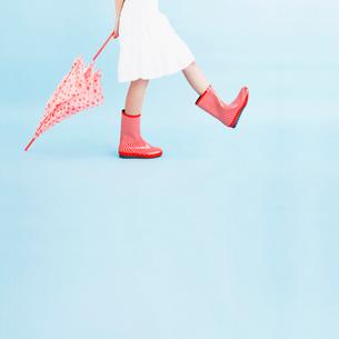 長靴を履いた足元の写真素材 [FYI01885398]