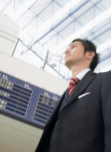 スーツ姿のビジネスマンの写真素材 [FYI01886531]