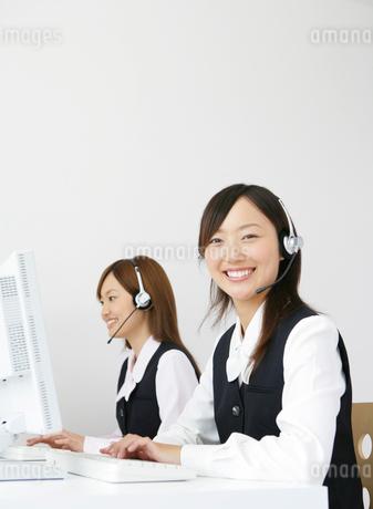二人のビジネスウーマンの写真素材 [FYI01888946]