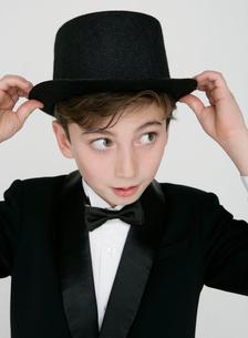 正装した少年の写真素材 [FYI01889076]
