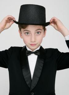 正装した少年の写真素材 [FYI01889225]