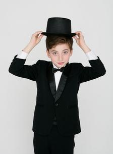 正装した少年の写真素材 [FYI01889357]
