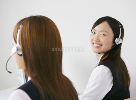 二人のビジネスウーマンの写真素材 [FYI01889656]