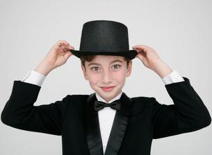 正装した少年の写真素材 [FYI01889702]