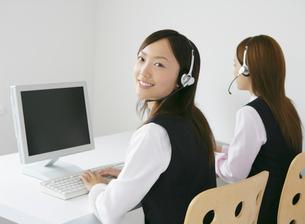 二人のビジネスウーマンの写真素材 [FYI01890191]