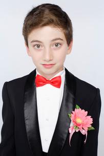 タキシードを着た男の子の写真素材 [FYI01891926]