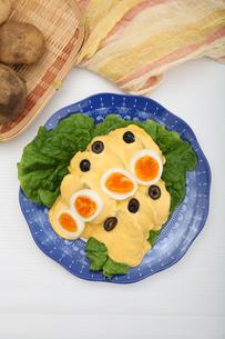 ジャガイモのチーズソースの写真素材 [FYI01894278]