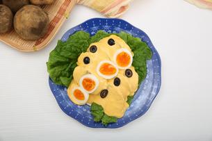 ジャガイモのチーズソースの写真素材 [FYI01894423]