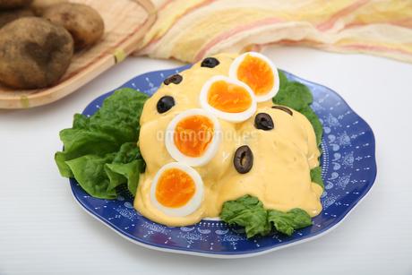 ジャガイモのチーズソースの写真素材 [FYI01896107]
