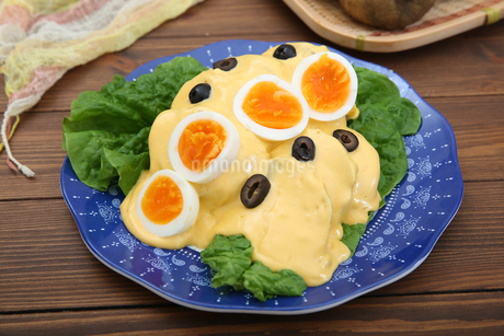 ジャガイモのチーズソースの写真素材 [FYI01896425]