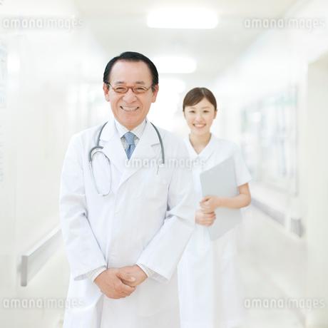 笑う医師の写真素材 [FYI01897097]