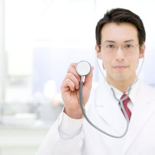 聴診器を持つ医師の写真素材 [FYI01902615]
