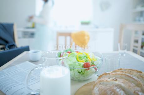 食卓の写真素材 [FYI01903097]