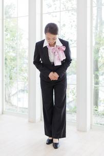 コンシェルジュの女性の写真素材 [FYI01907076]
