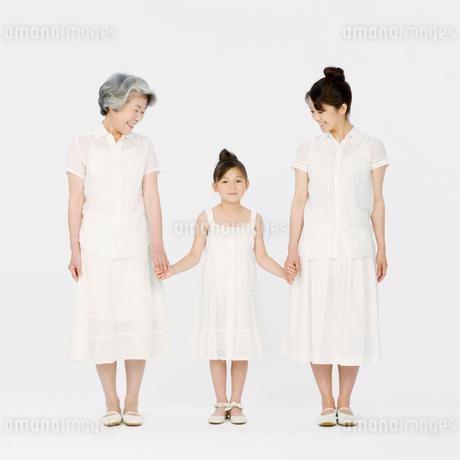 3世代家族の写真素材 [FYI01908070]