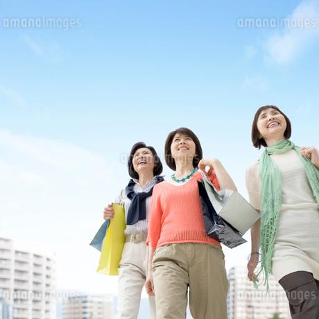3人の中高年女性の写真素材 [FYI01908386]
