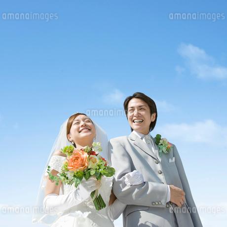 笑顔の新郎新婦の写真素材 [FYI01908465]
