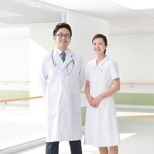医者と看護師の写真素材 [FYI01910427]