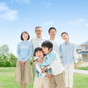 日本人の三世代家族の写真素材 [FYI01910669]