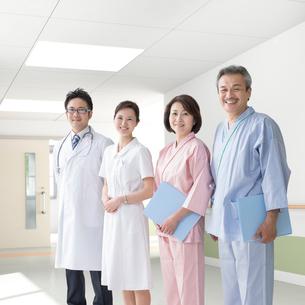 医者と看護師と患者の写真素材 [FYI01910897]
