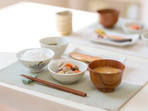 食卓の料理の写真素材 [FYI01912112]