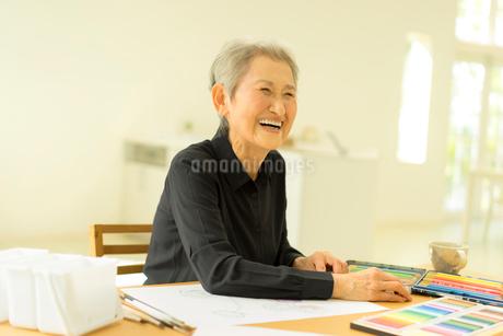 笑顔のシニア女性の写真素材 [FYI01913105]
