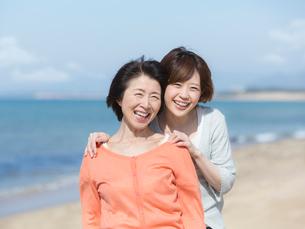 日本人の母と娘の写真素材 [FYI01915990]