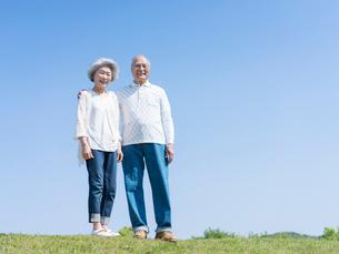 笑顔のシニア夫婦の写真素材 [FYI01916374]