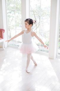 バレリーナの女の子の写真素材 [FYI01919117]