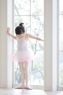 バレリーナの女の子の写真素材 [FYI01919744]