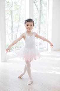 バレリーナの女の子の写真素材 [FYI01919893]