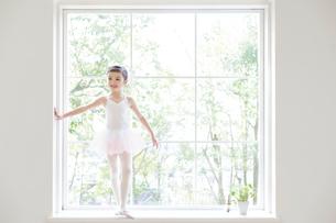 バレリーナの女の子の写真素材 [FYI01919930]