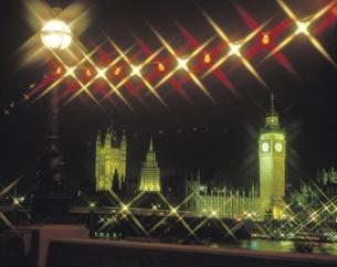 ロンドンの夜の国会議事堂 イギリスの写真素材 [FYI01926318]