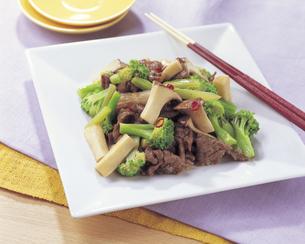 エリンギと牛肉の炒め物の写真素材 [FYI01926376]