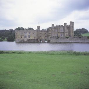 リーズ城と芝生 イギリスの写真素材 [FYI01926430]