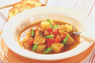 タラと野菜のカレースープの写真素材 [FYI01926858]