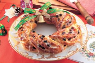 パンで作ったクリスマスリースの写真素材 [FYI01926984]