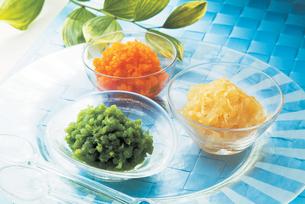 野菜ジャム3種(グリンピース・タマネギ・ニンジン)の写真素材 [FYI01927087]