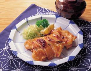 鶏肉の照り焼きの写真素材 [FYI01927508]