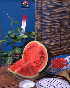 スイカと夏の風物詩の写真素材 [FYI01927788]