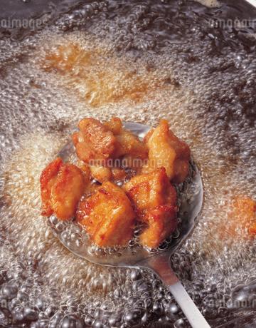 鶏肉の唐揚げの写真素材 [FYI01927825]