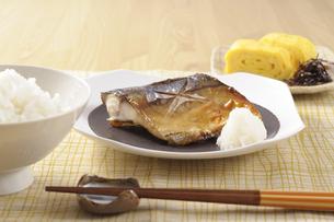 サバの塩焼きの朝食の写真素材 [FYI01927904]
