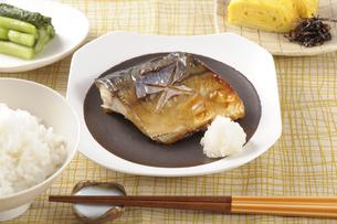 サバの塩焼きの朝食の写真素材 [FYI01927953]