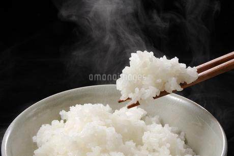 湯気のたつご飯の写真素材 [FYI01927981]