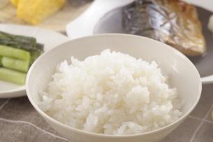 サバの塩焼きの朝食の写真素材 [FYI01928003]