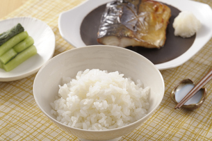 サバの塩焼きの朝食の写真素材 [FYI01928025]