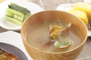 アサリの味噌汁の写真素材 [FYI01928208]
