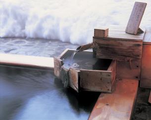 露天風呂の湯口の写真素材 [FYI01928714]